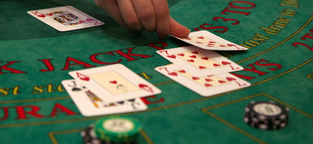 Casino Etiquette: Dos and Don'ts on the Casino Floor